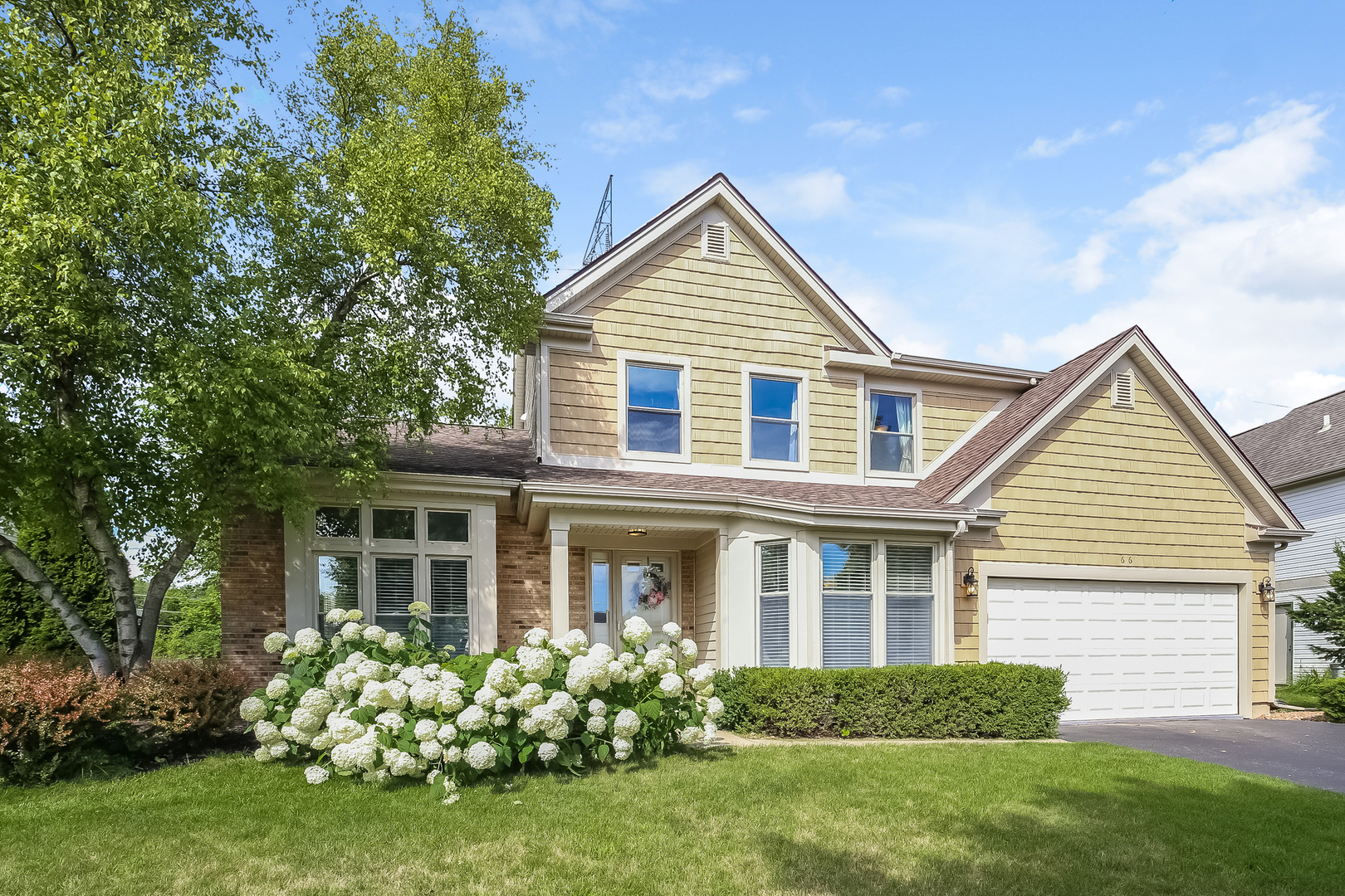 66 Copperwood Drive, Buffalo Grove, Illinois 60089