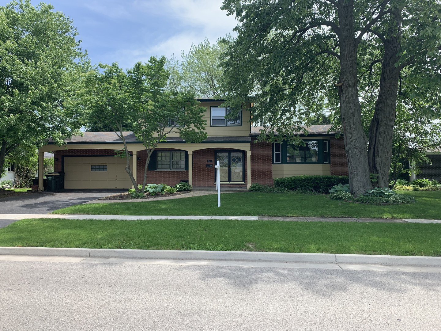734 Kenwood Avenue, Libertyville, Illinois 60048