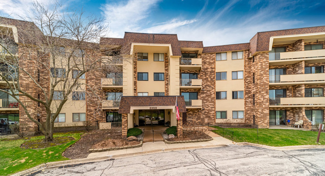 3350 N Carriageway Drive, Unit 212, Arlington Heights, Il 60004