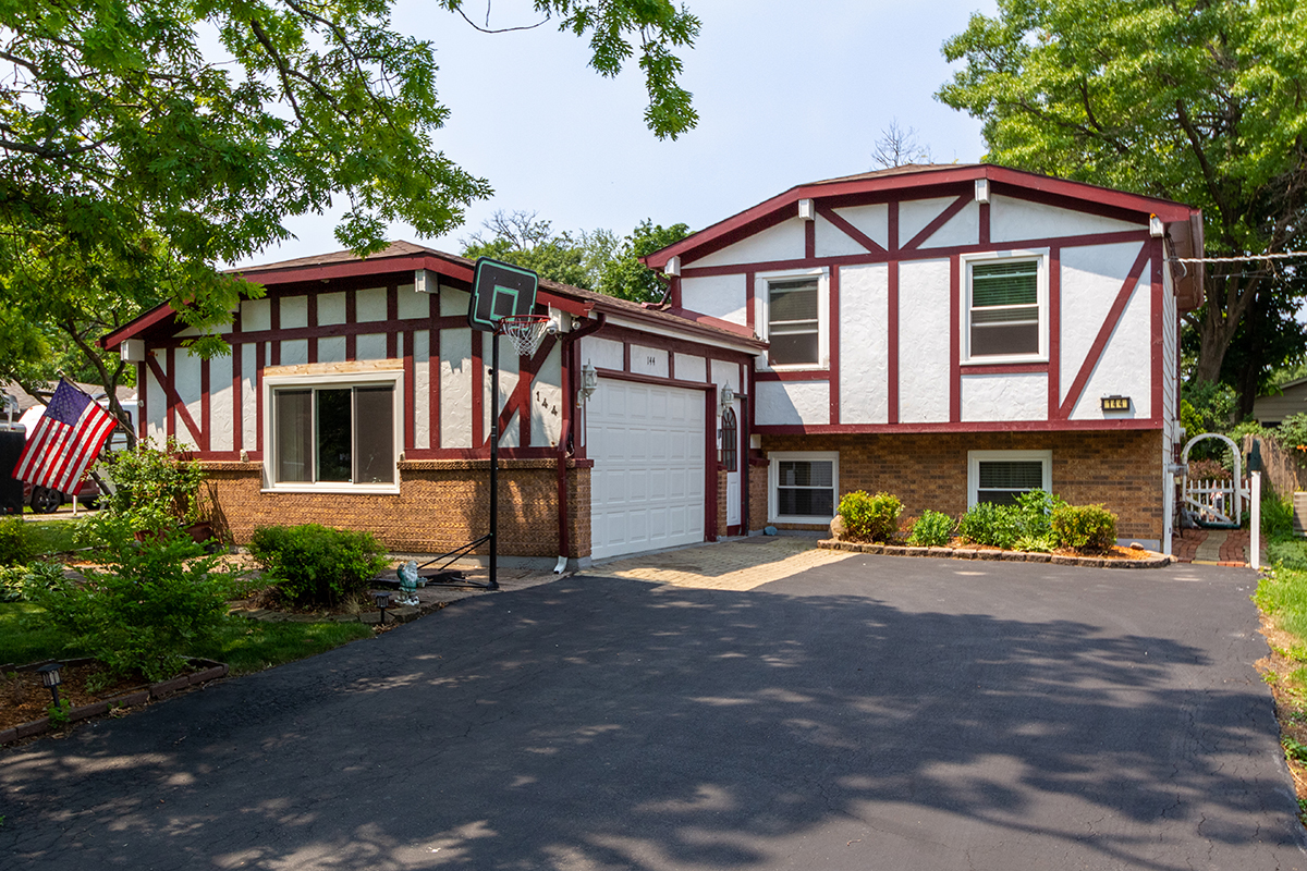 144 Oak Knoll Drive, Lake Villa, Il 60046