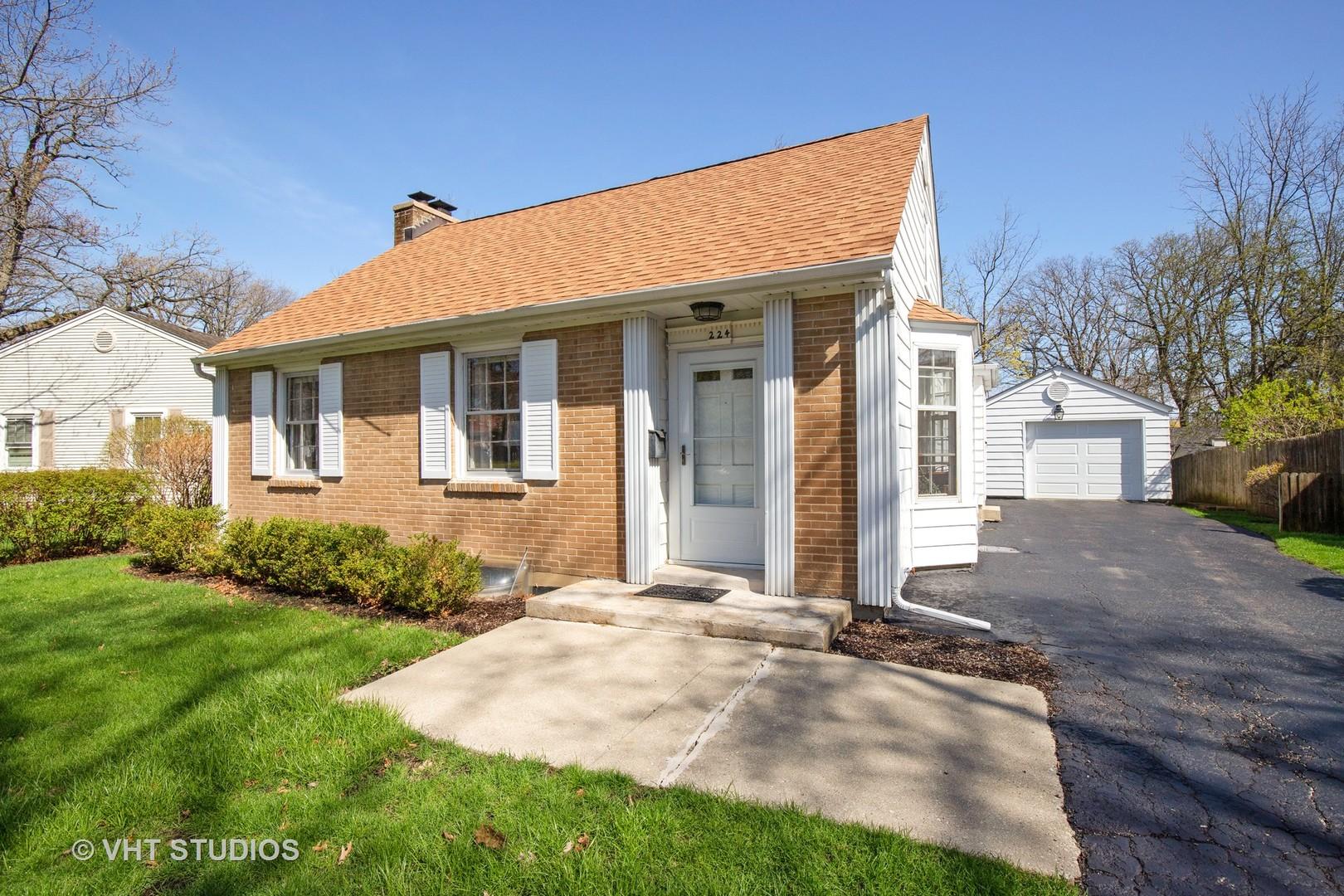 224 East Woodland Road, Lake Bluff, Illinois 60044