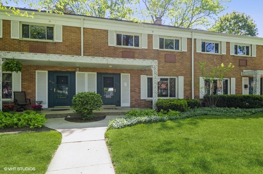 673 Carriage Hill Drive, Glenview, Il 60025