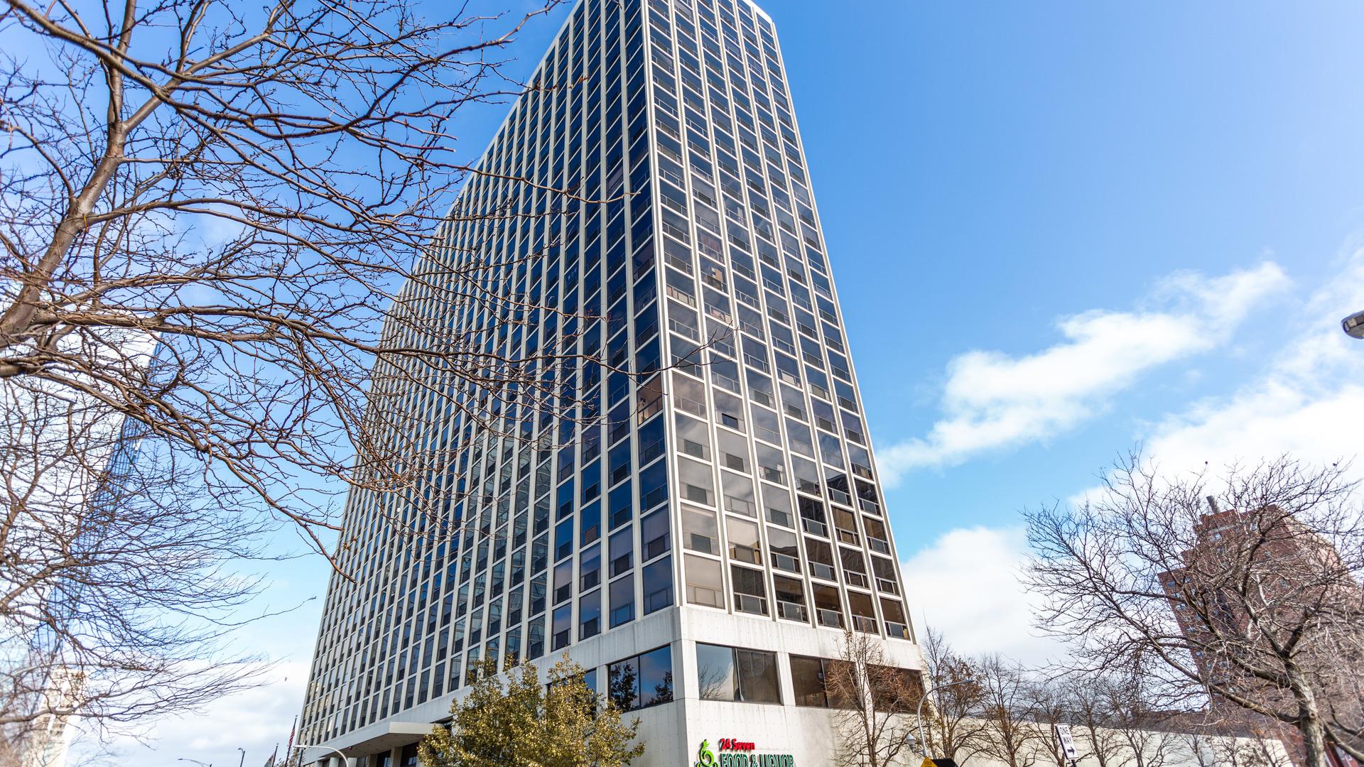 4343 N Clarendon Exterior Photo