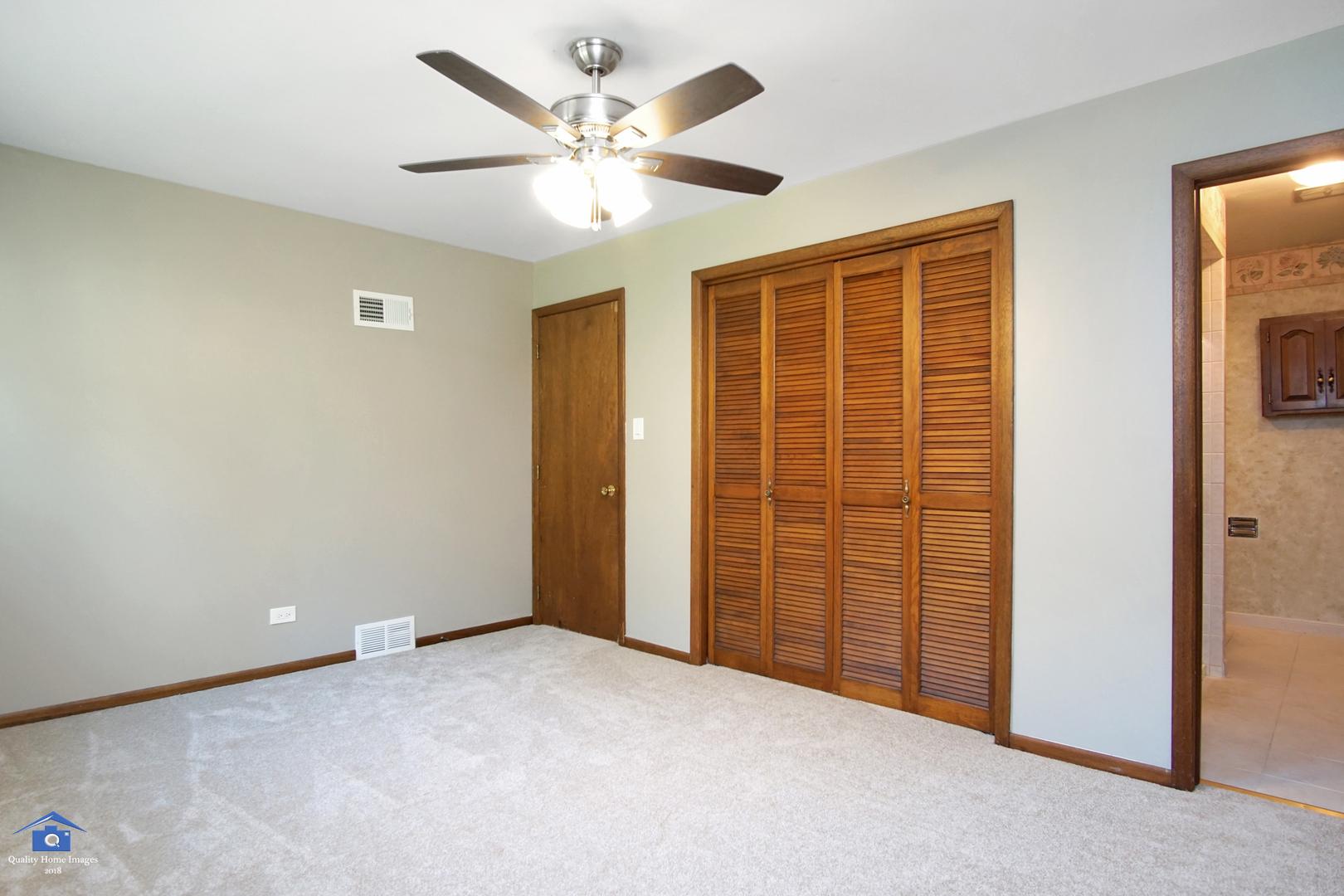 2 East Logan, LEMONT, Illinois, 60439
