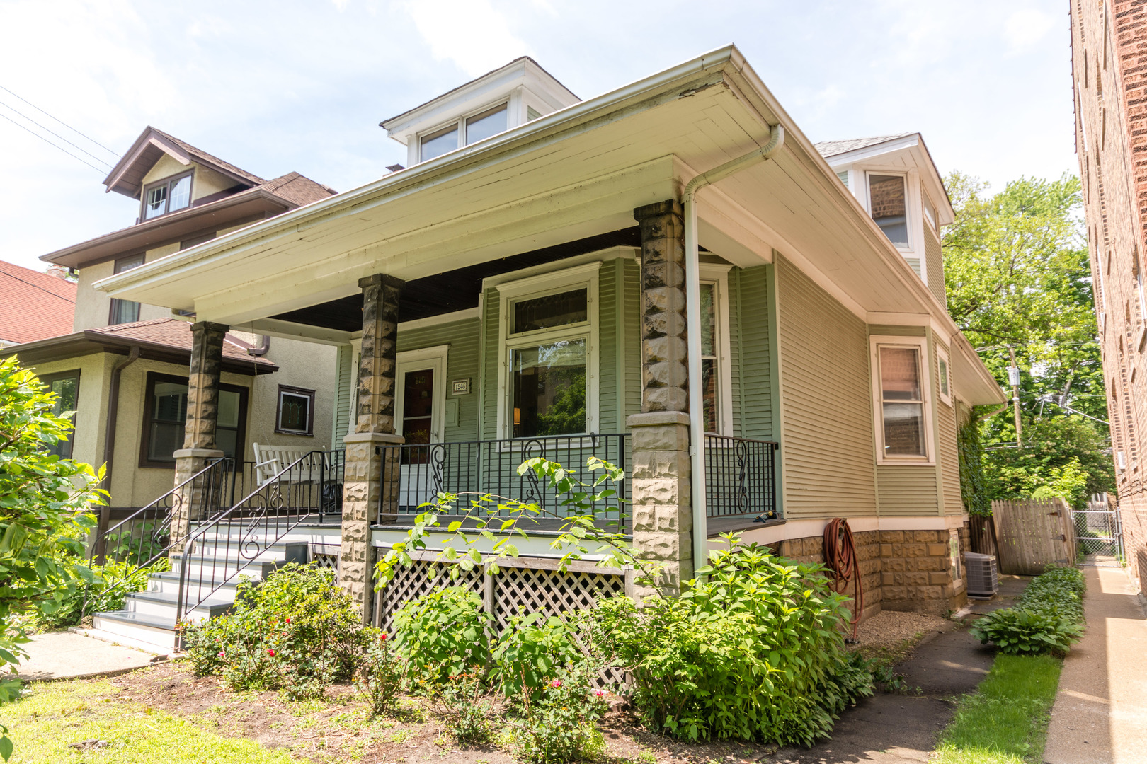 4 House in Rogers Park