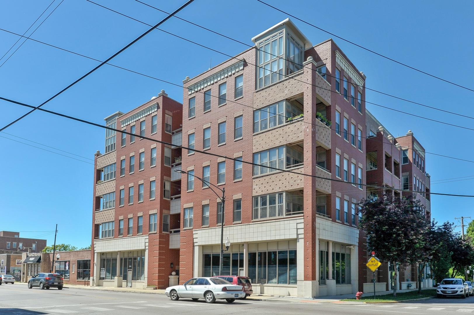 2700 W Belmont Exterior Photo