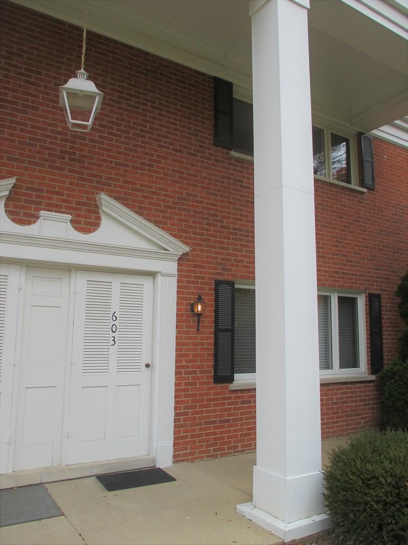 603 Chanticleer Lane, Hinsdale, Illinois 60521
