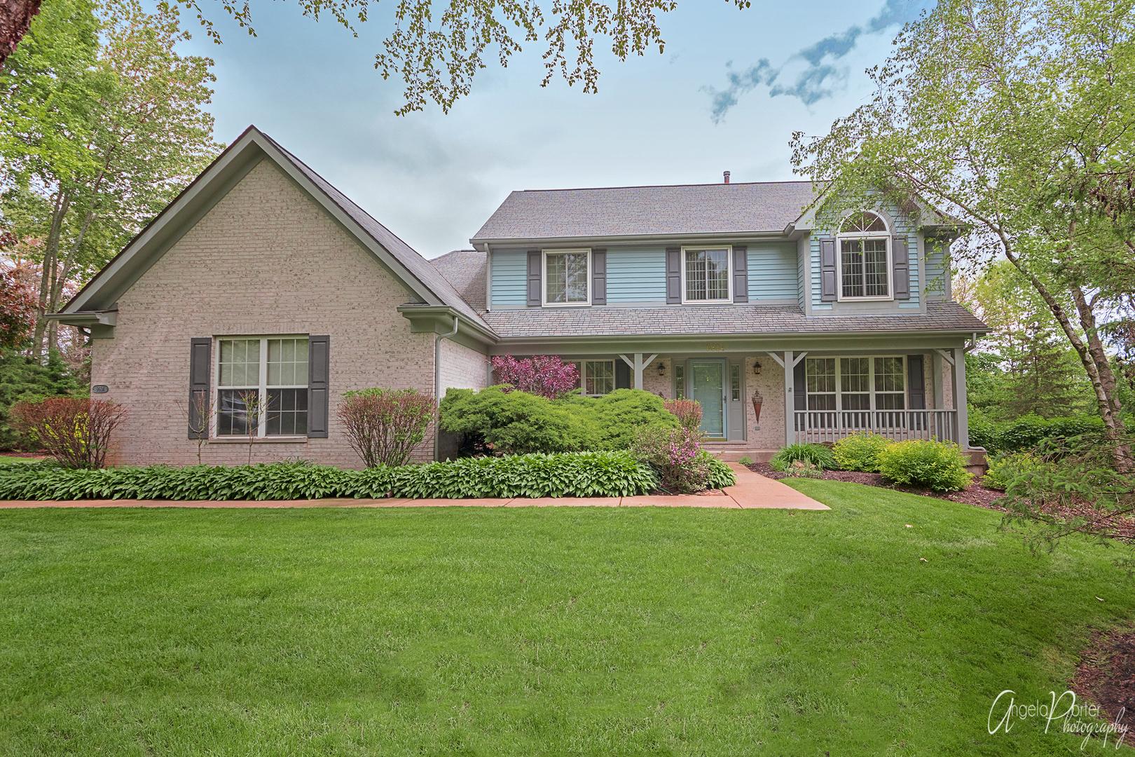 9604 Fox Bluff Lane, Spring Grove, Illinois 60081