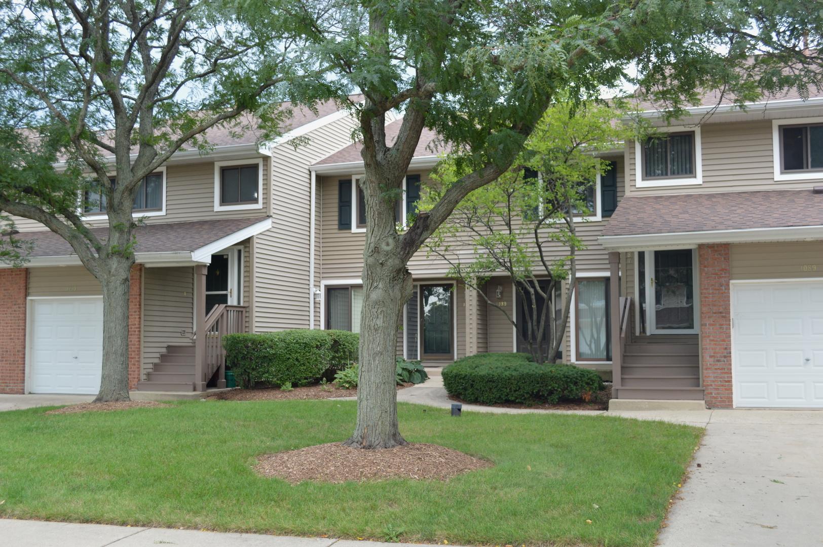 1089 Hidden Lake Drive, Unit 1089, Buffalo Grove, Illinois 60089