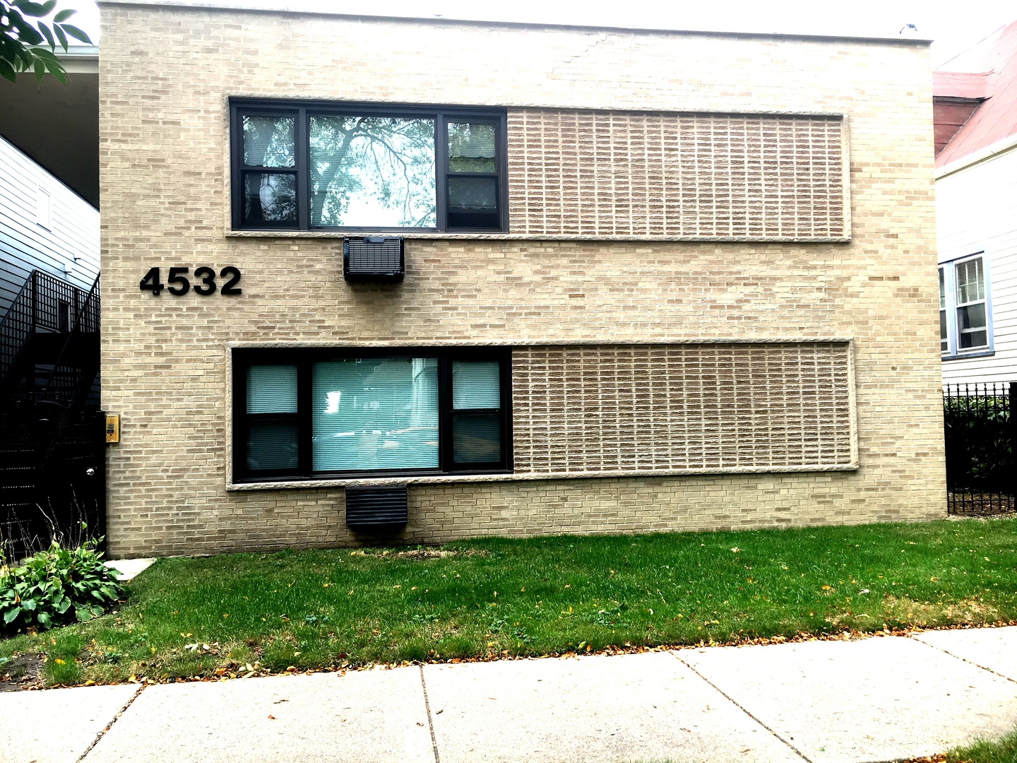 North Claremont Ave., Chicago, IL 60625