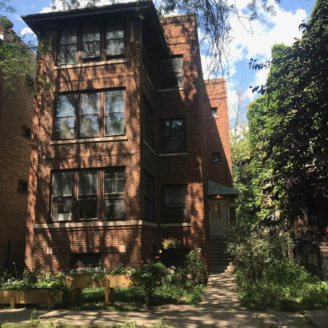 6 House in Rogers Park