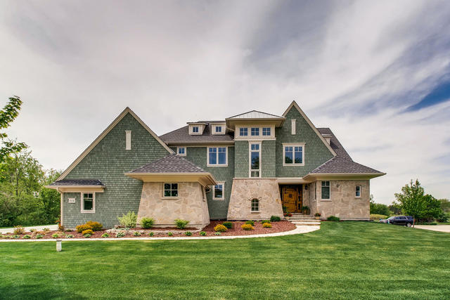 115 Equestrian Way, Hawthorn Woods, Illinois 60047