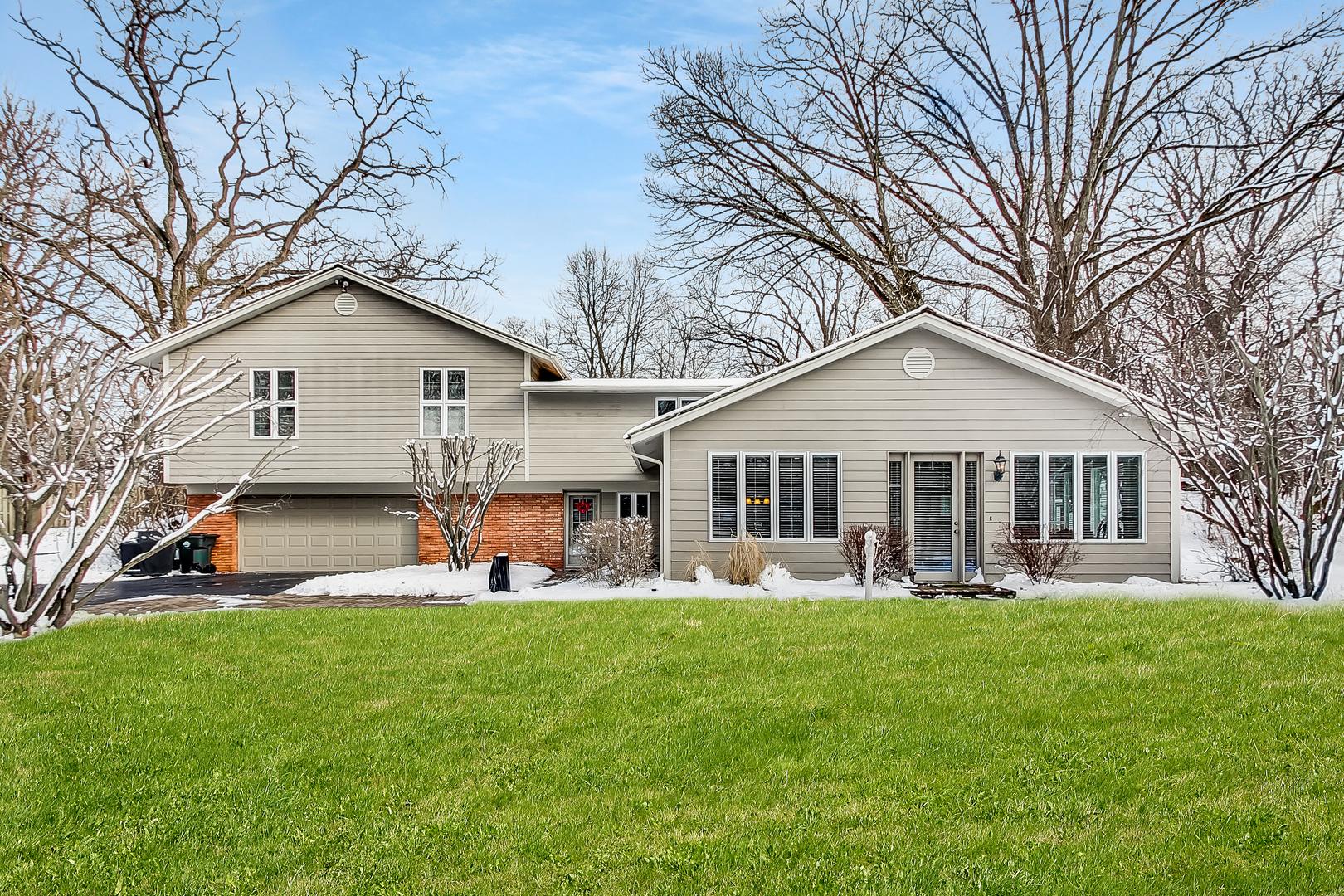 90 East Surrey Lane, Barrington Hills, Illinois 60010