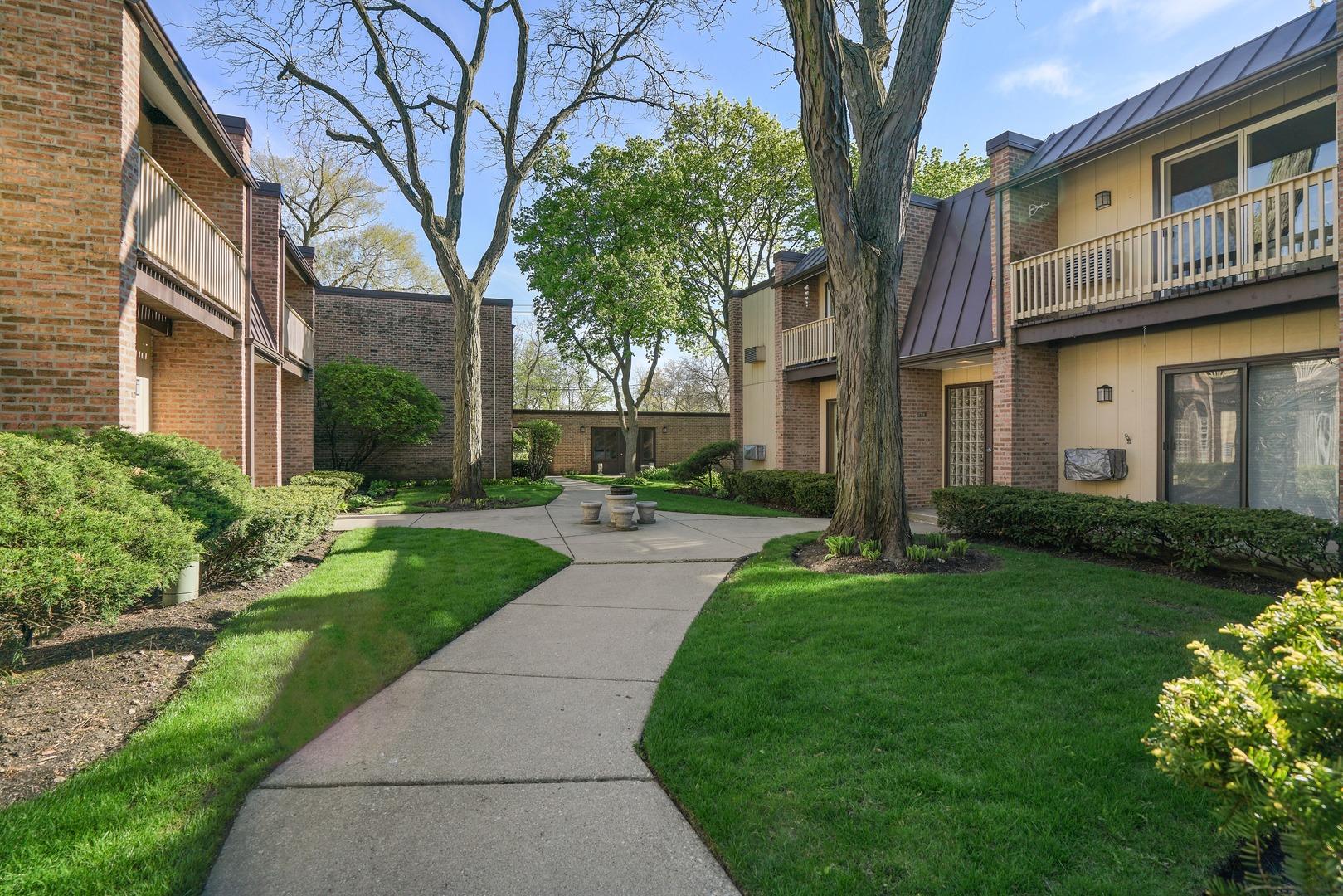 1755 Henley 2N, Glenview, Illinois, 60025