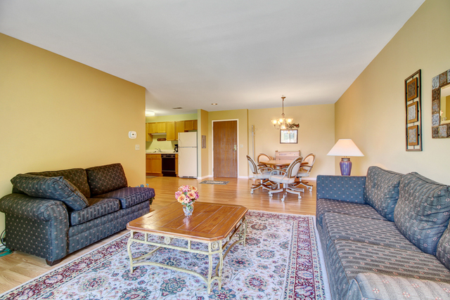 805 Leicester B215, ELK GROVE VILLAGE, Illinois, 60007