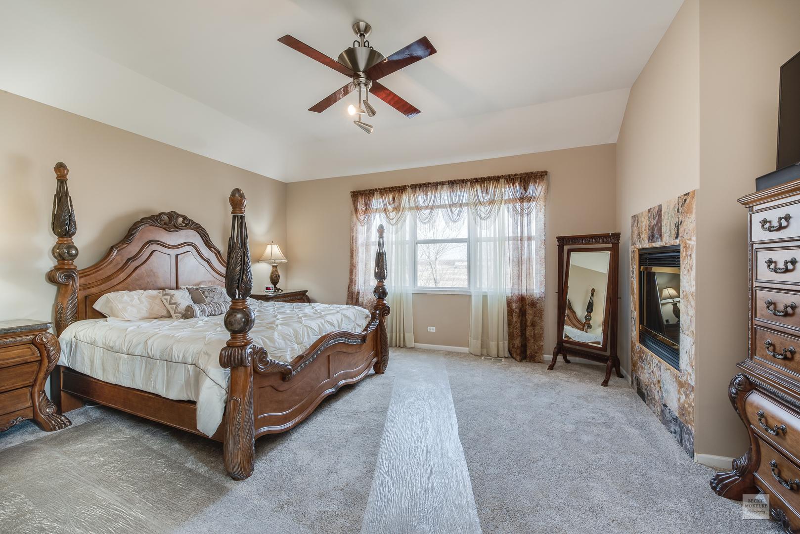 414 Heatherwood, Oswego, Illinois, 60543