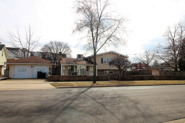 405 Walnut Avenue, St. Charles, IL 60174
