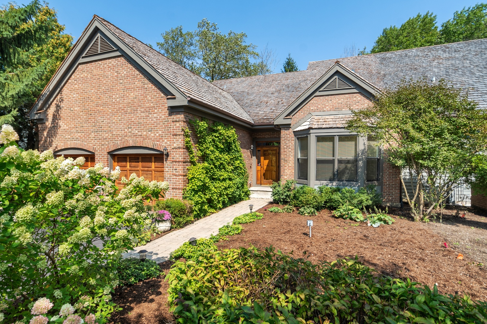 430 Oak Ridge Court, Lake Bluff, Illinois 60044