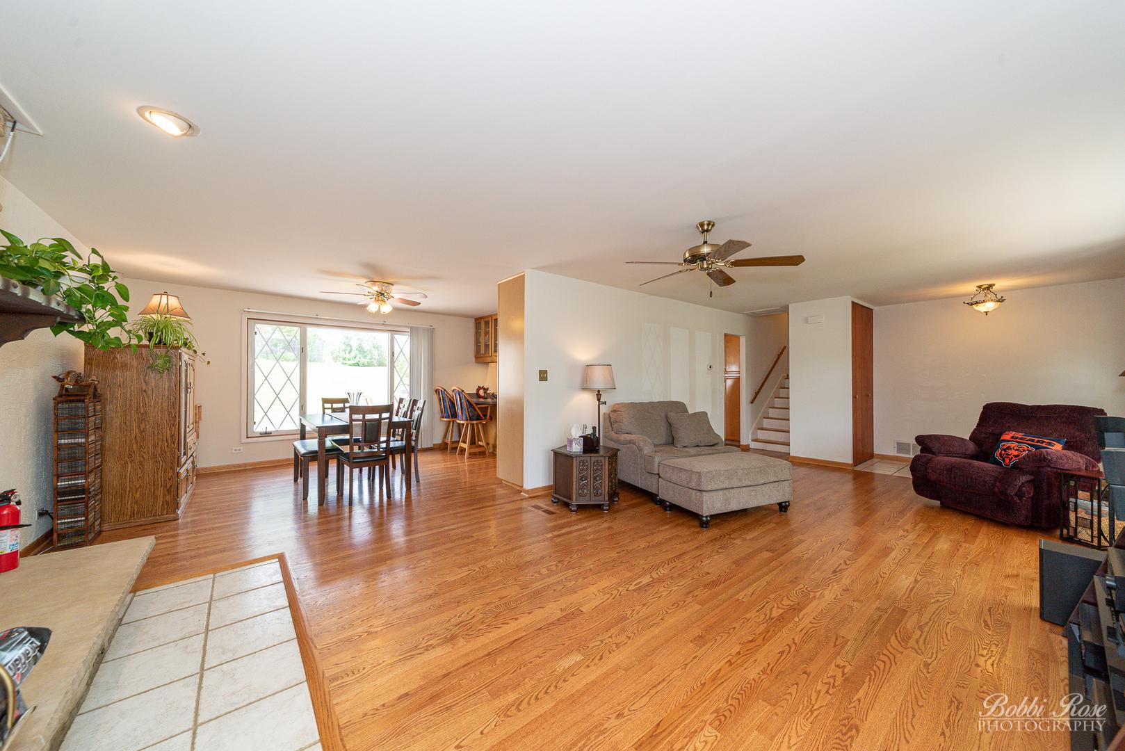 700 Woodlawn, Hoffman Estates, Illinois, 60169