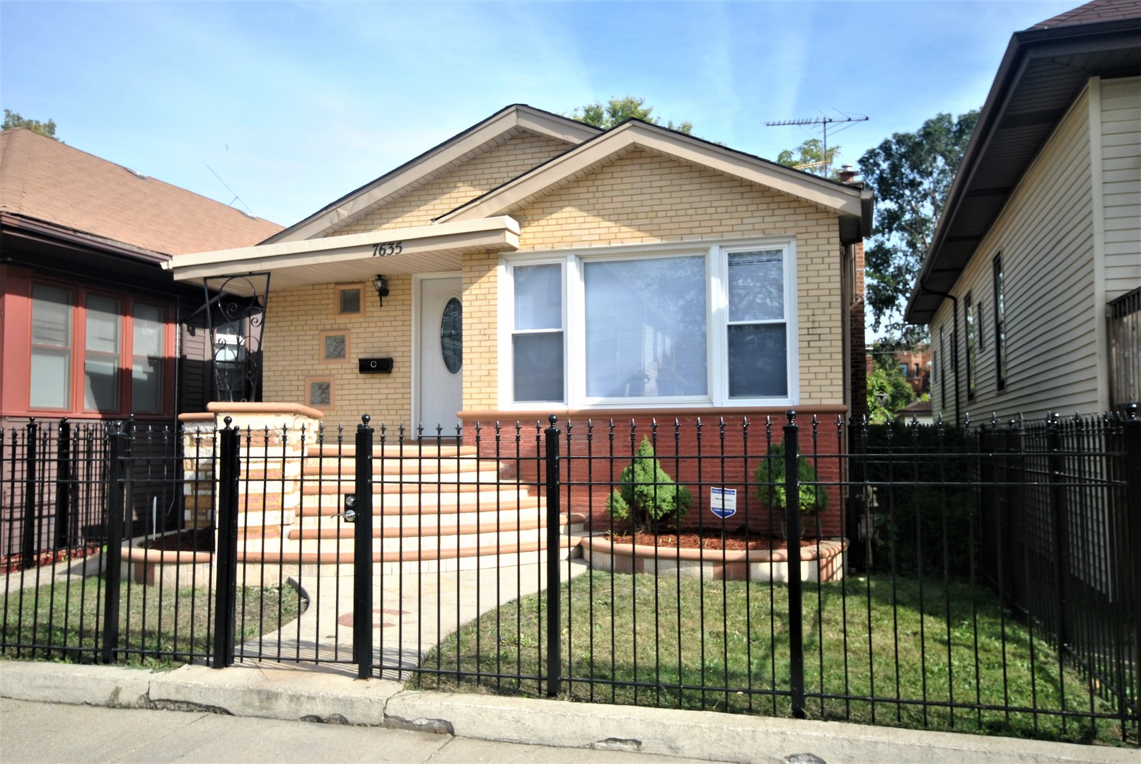 7635 S Oglesby Exterior Photo