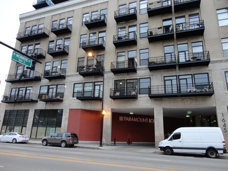 West OGDEN Ave., CHICAGO, IL 60612