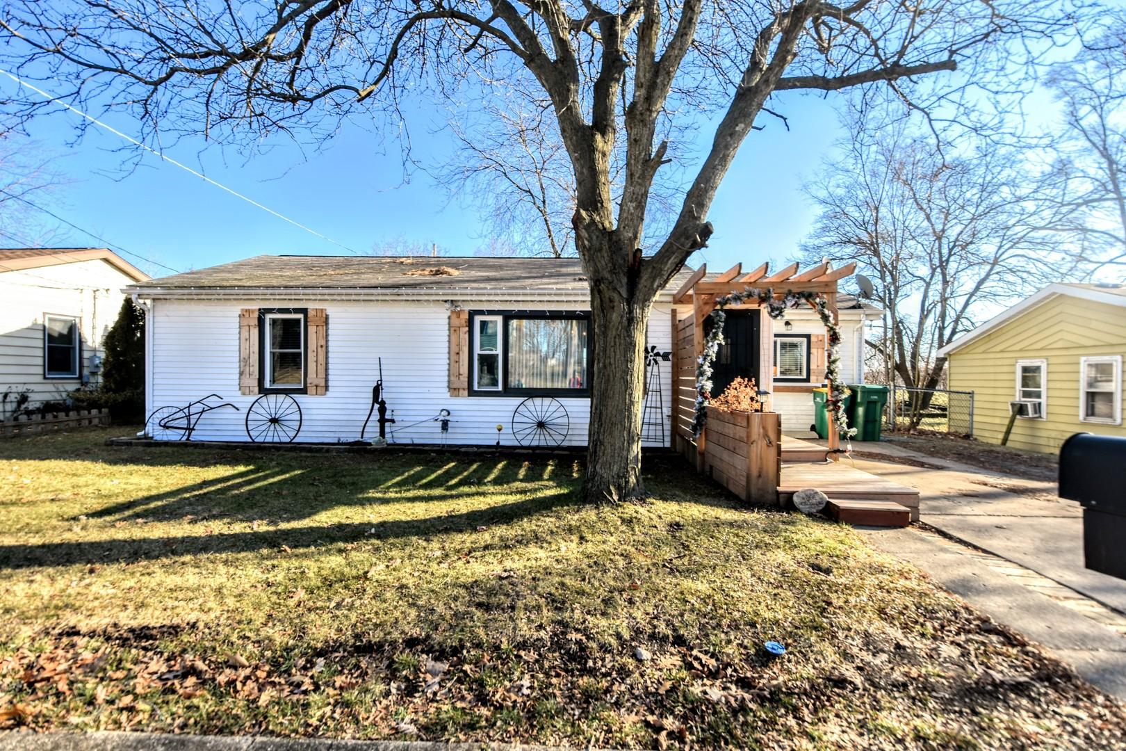 93 Hilldale, Fox Lake, Illinois, 60020
