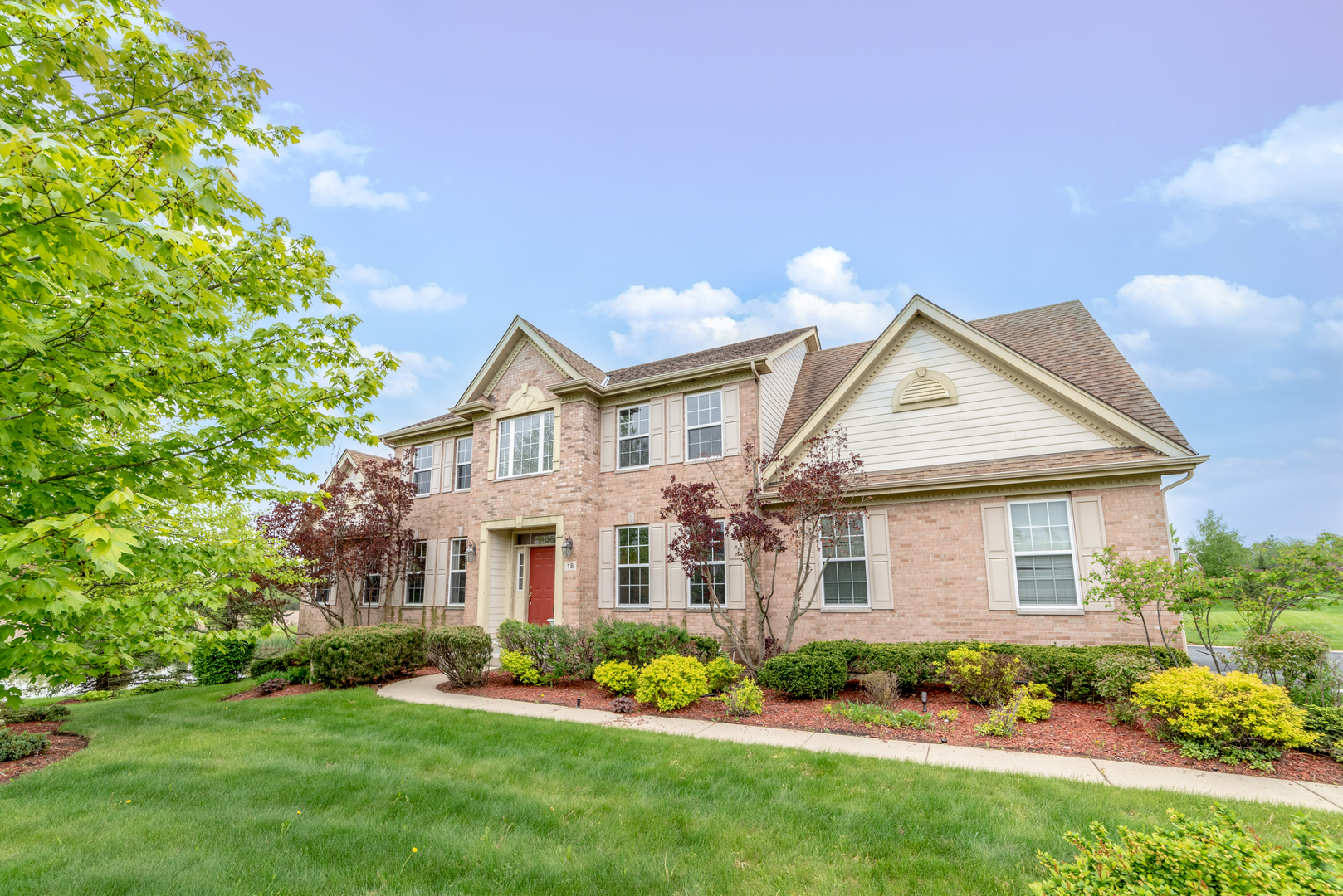 18 Hawthorn Grove Circle, Hawthorn Woods, Illinois 60047
