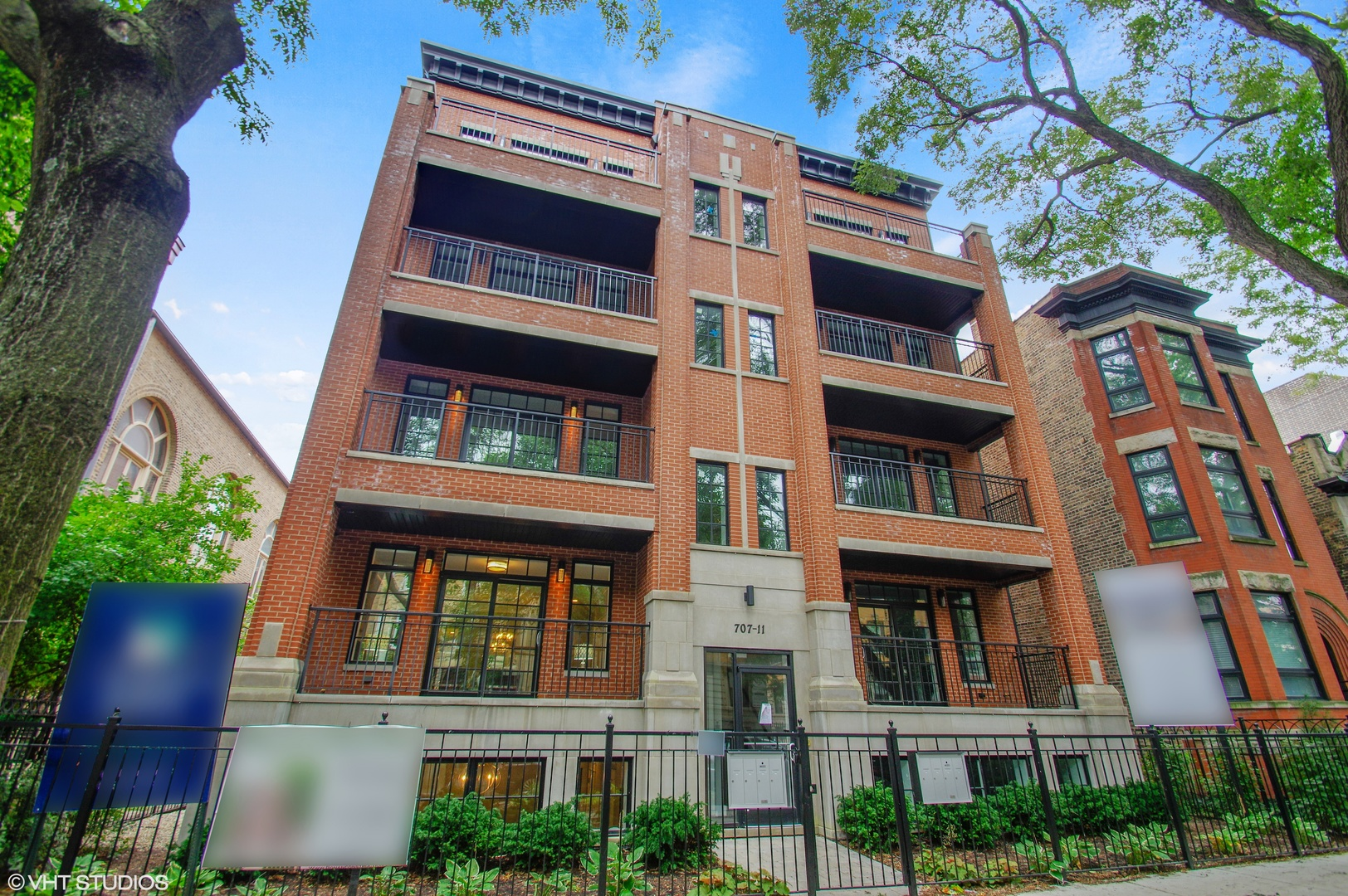 4 Condo in Lakeview