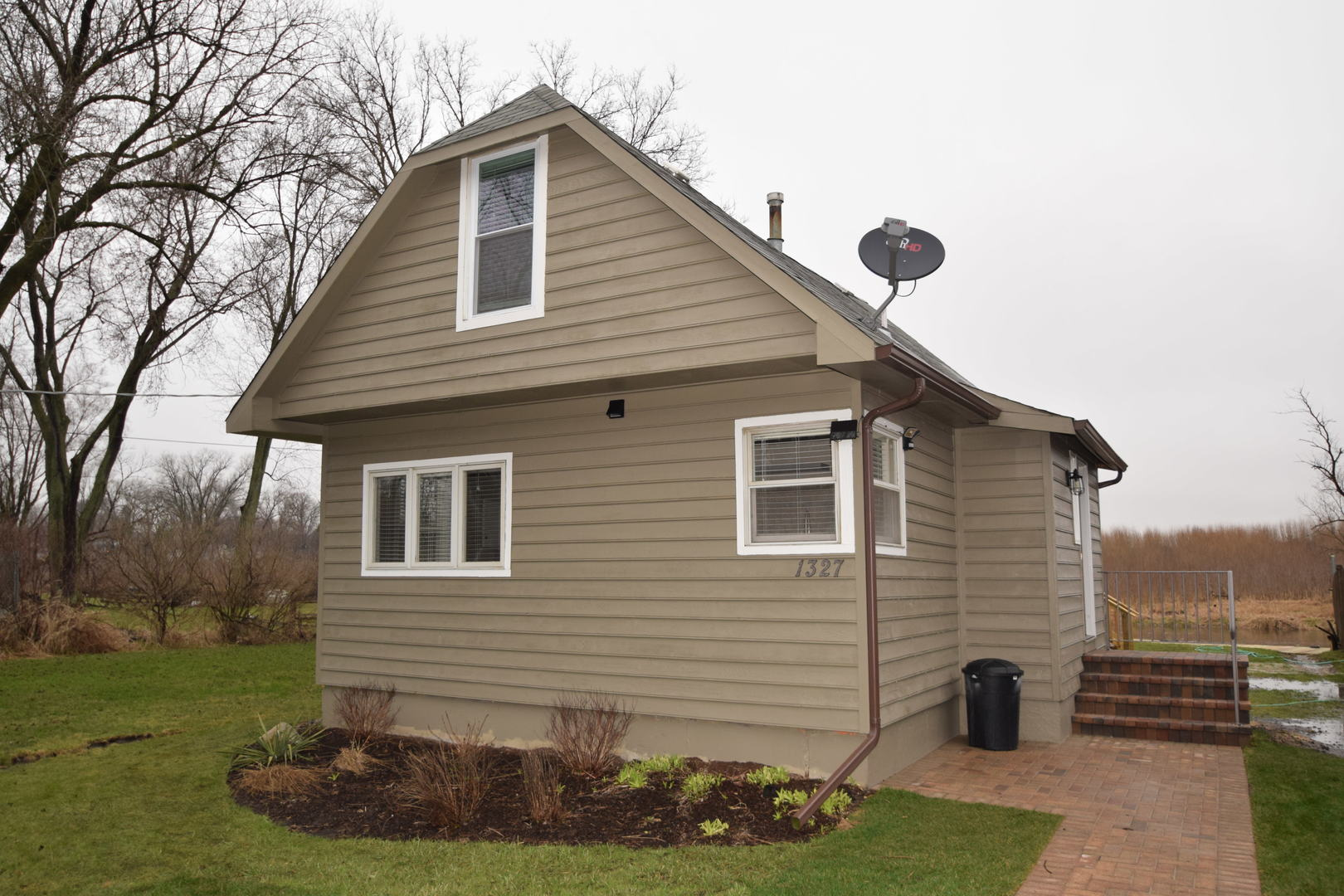 1327 Nippersink Drive, Spring Grove, Illinois 60081