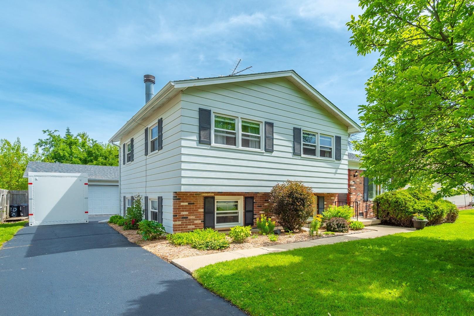 1802 Pinecrest Lane, Lindenhurst, Illinois 60046