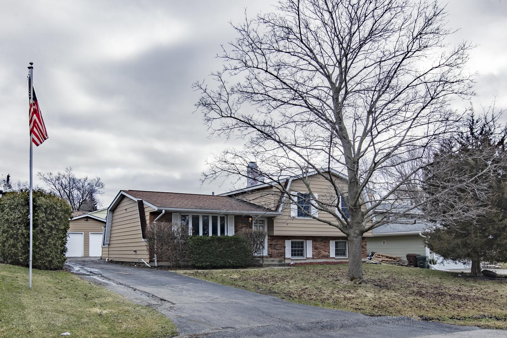 2201 Countryside Lane, Lindenhurst, Illinois 60046