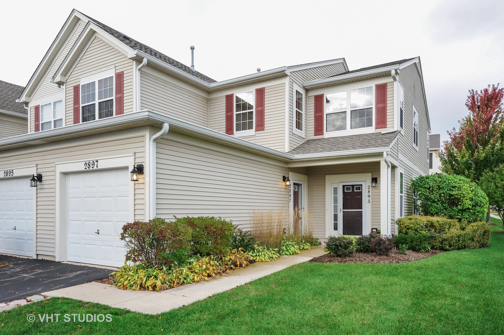 2897 Falling Waters Drive, Lindenhurst, Illinois 60046