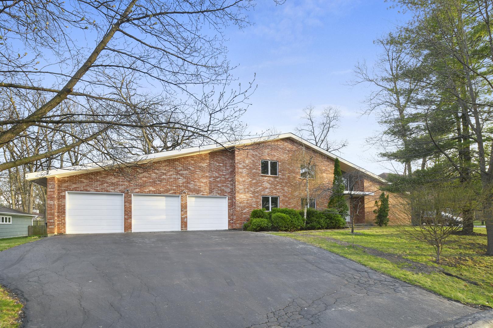 1010 West Plaister Avenue, Lake Bluff, Illinois 60044