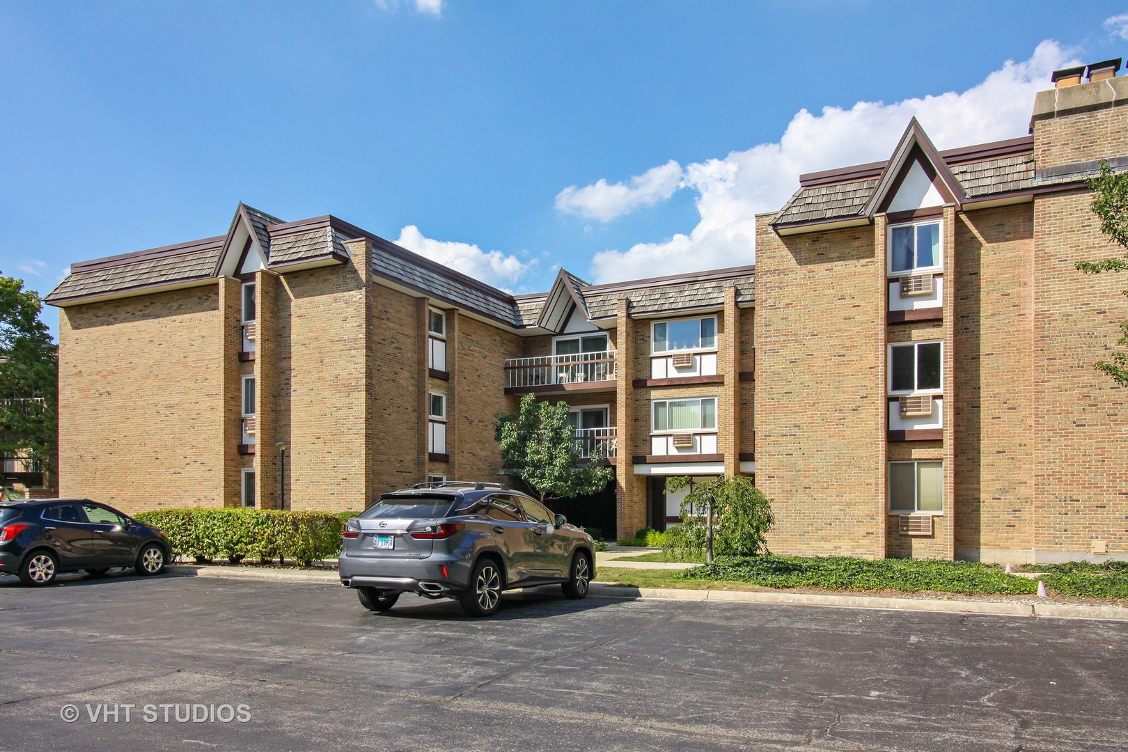 300 Claymoor Street, Unit 2d, Hinsdale, Illinois 60521