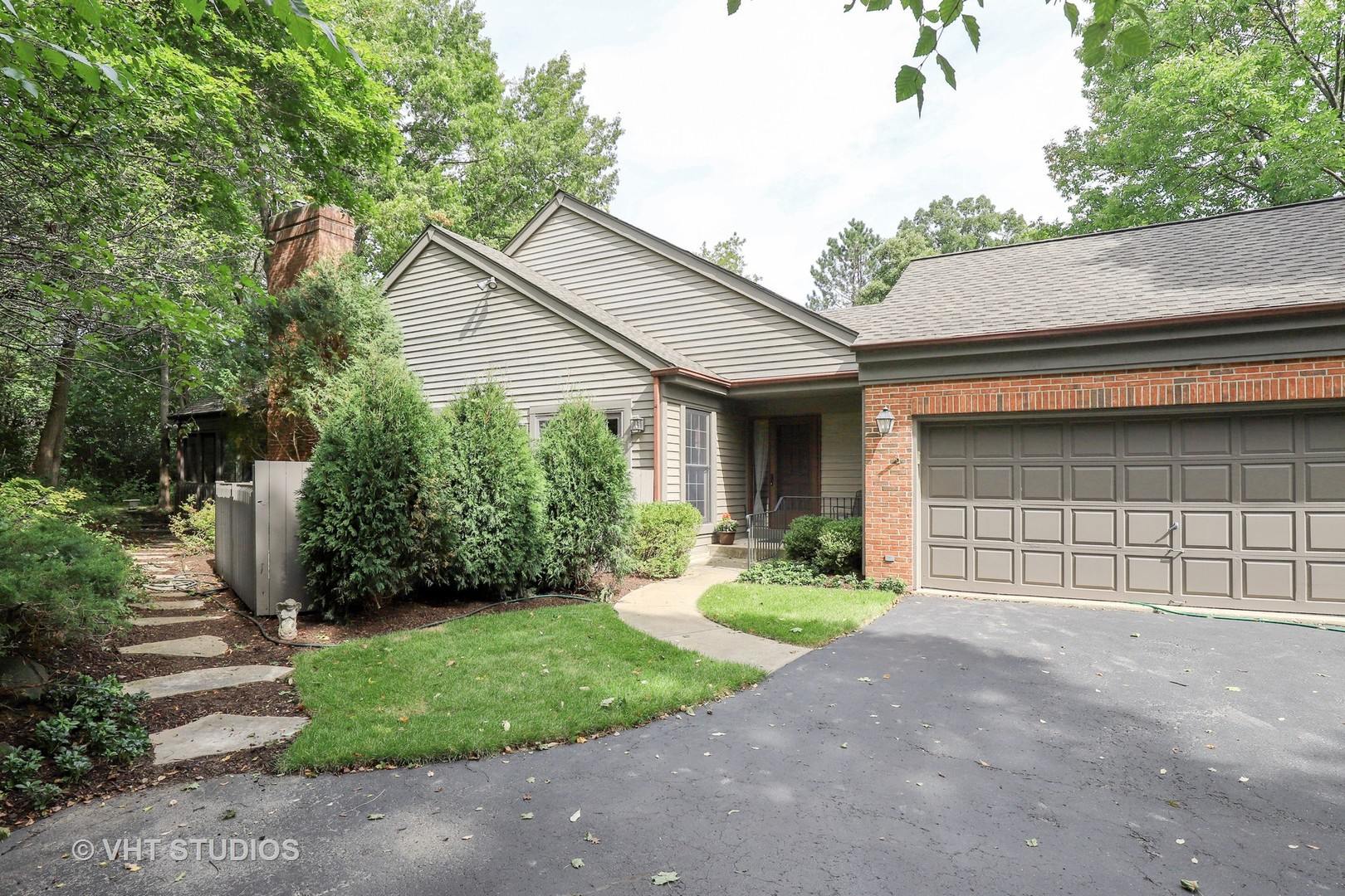 2 Warrington Drive, Lake Bluff, Illinois 60044