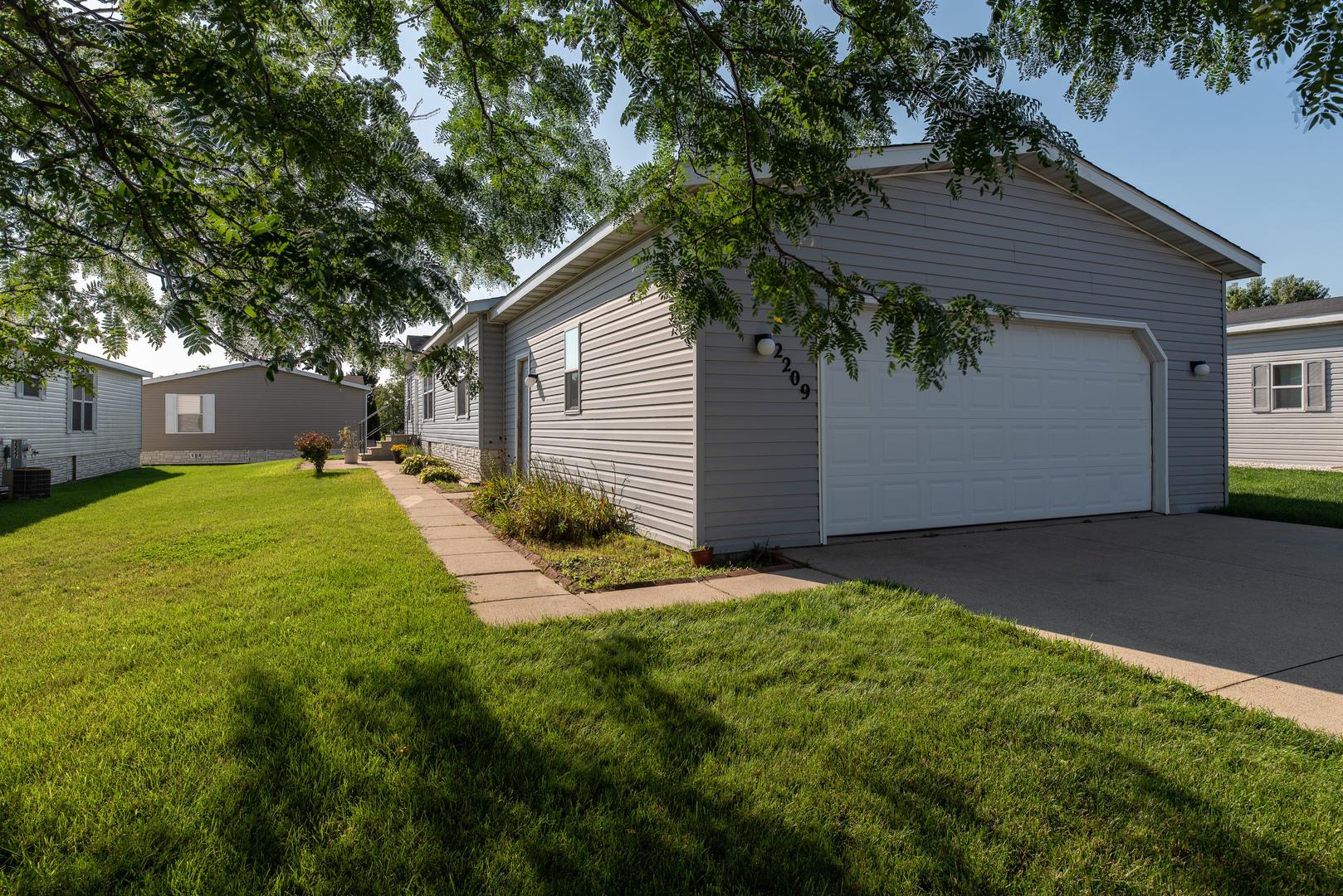 2209 BLOSSOM, Belvidere, Illinois, 61008
