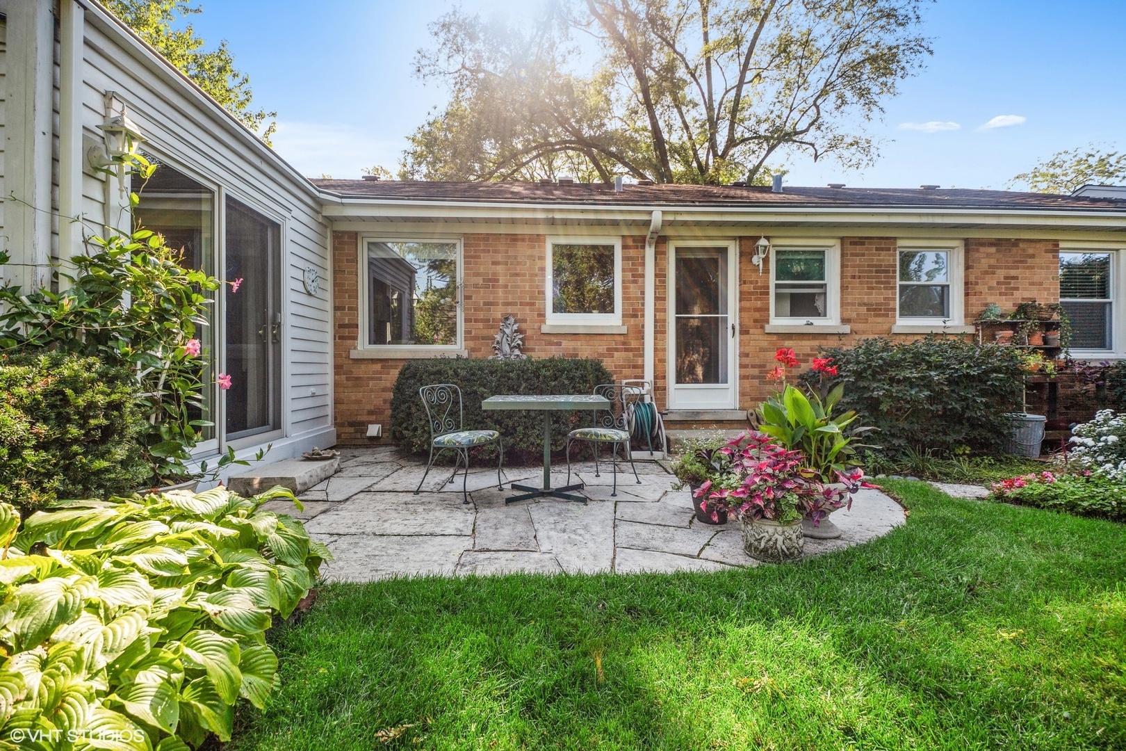 2138 Robincrest, Glenview, Illinois, 60025