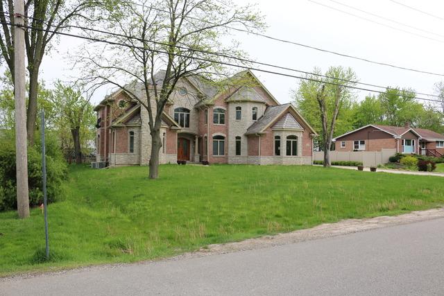 2001 OAKWOOD Road, Northbrook, IL 60062