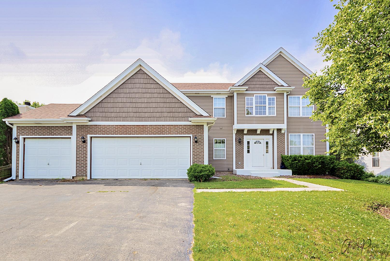 682 North Auburn Lane, Lindenhurst, Illinois 60046