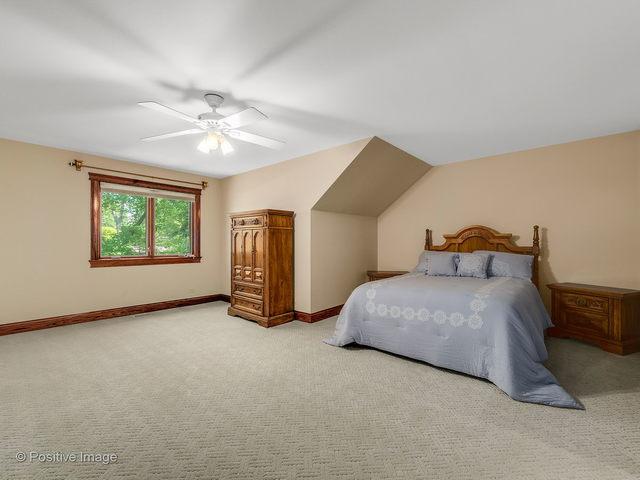 9S724 Clarendon Hills, WILLOWBROOK, Illinois, 60527