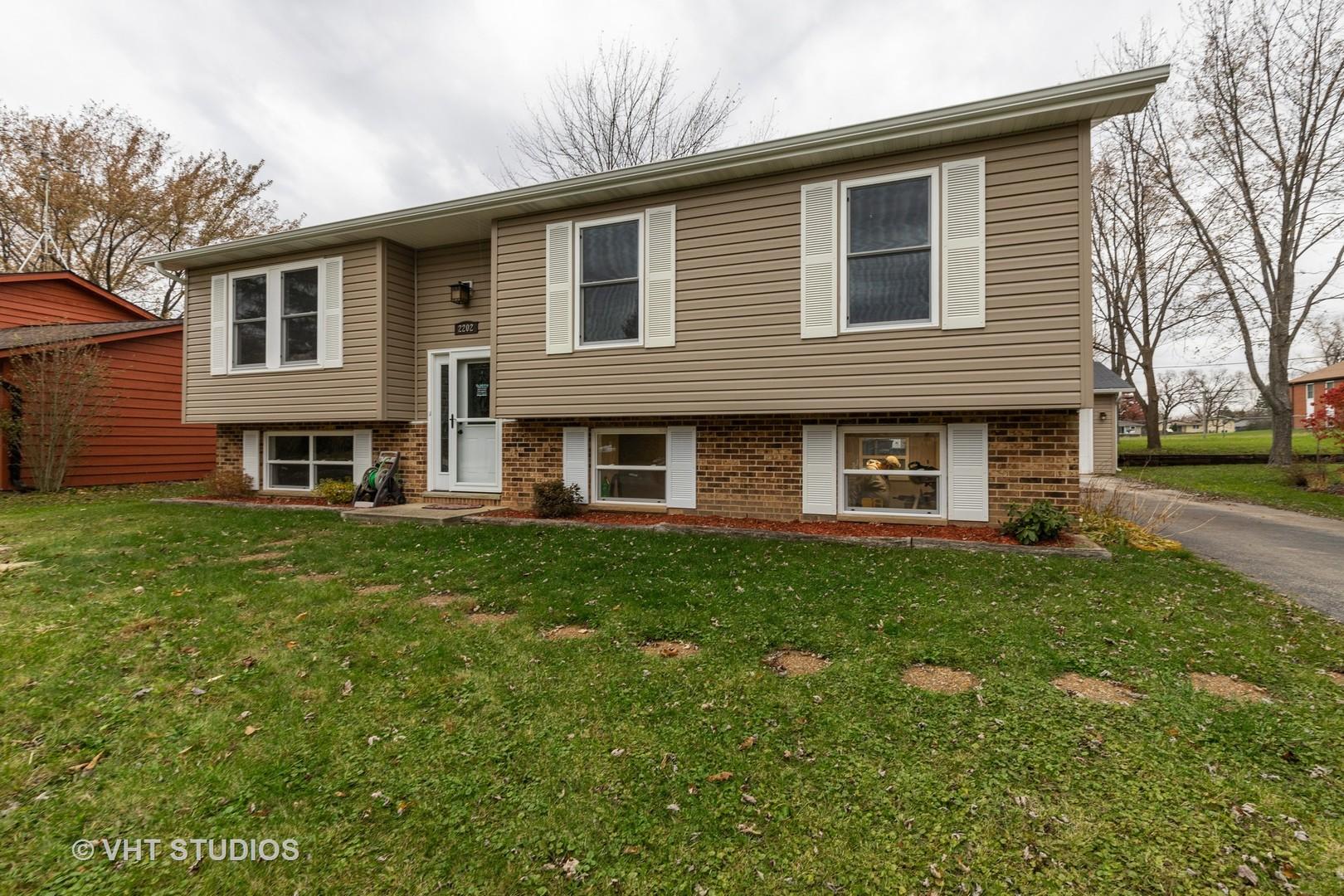 2202 Sprucewood Lane, Lindenhurst, Illinois 60046