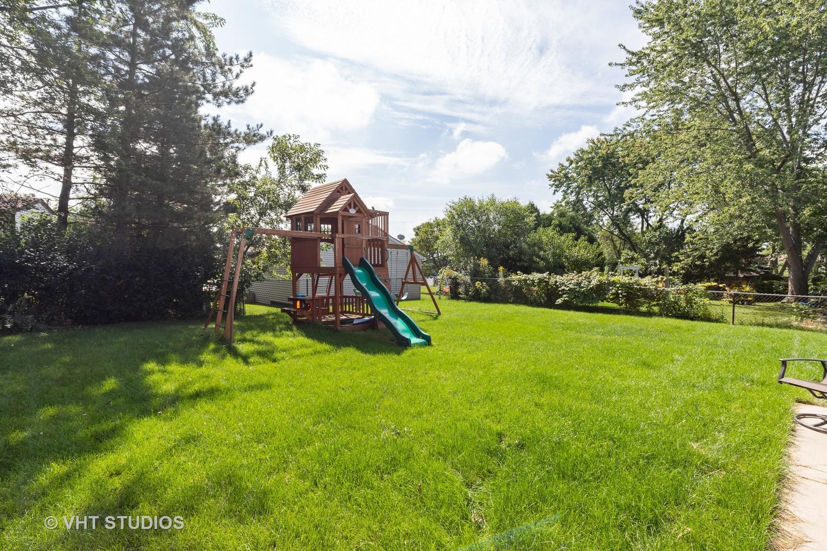 303 Albert, Vernon Hills, Illinois, 60061