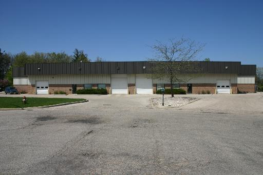 2205 N TECH Court, Woodstock, IL 60098