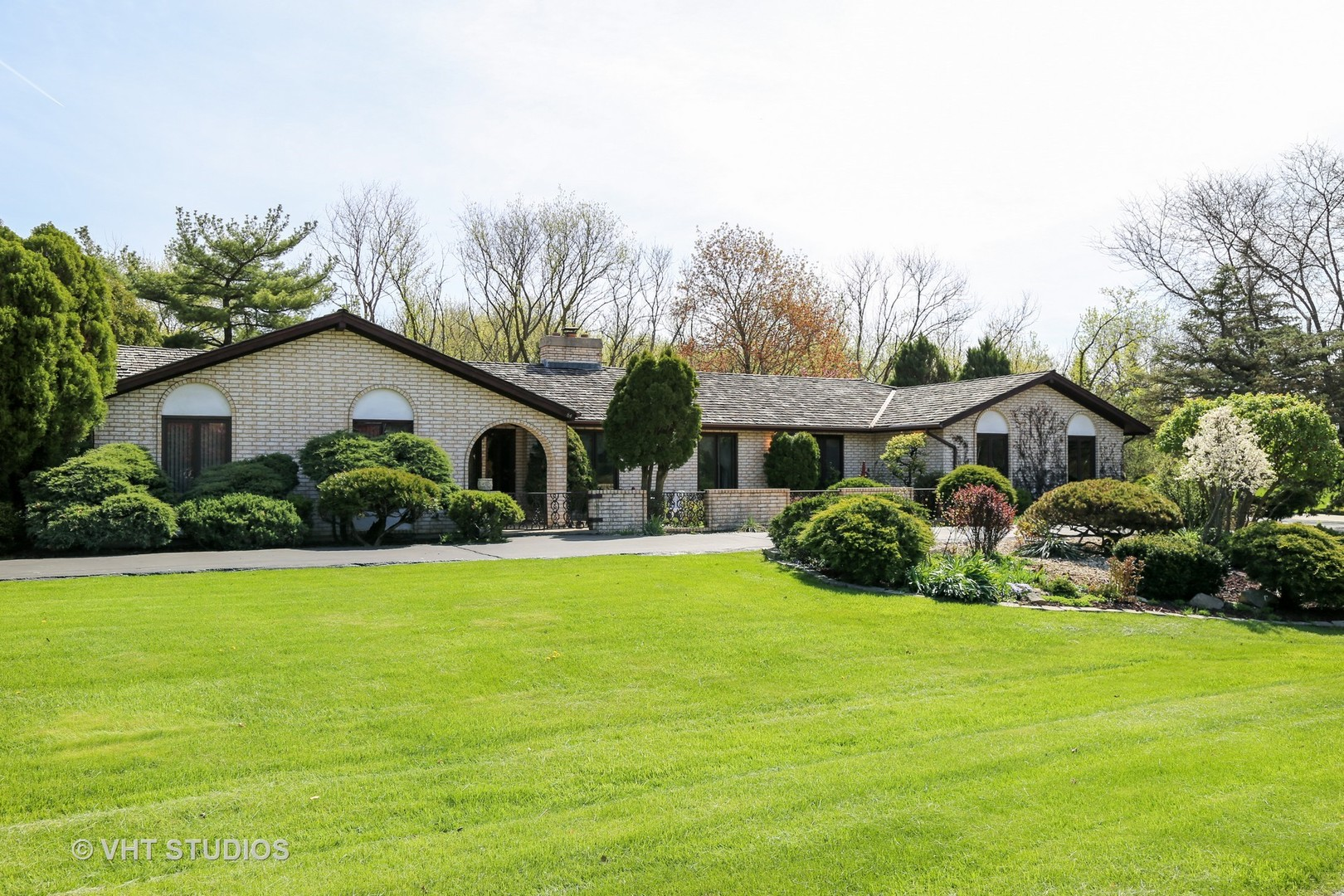 84 Watergate Drive, South Barrington, IL 60010