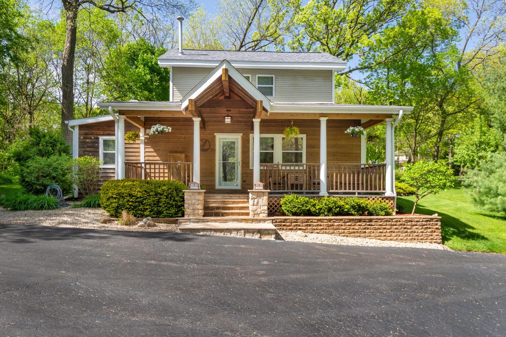 38414 North Briar Road, Spring Grove, Illinois 60081