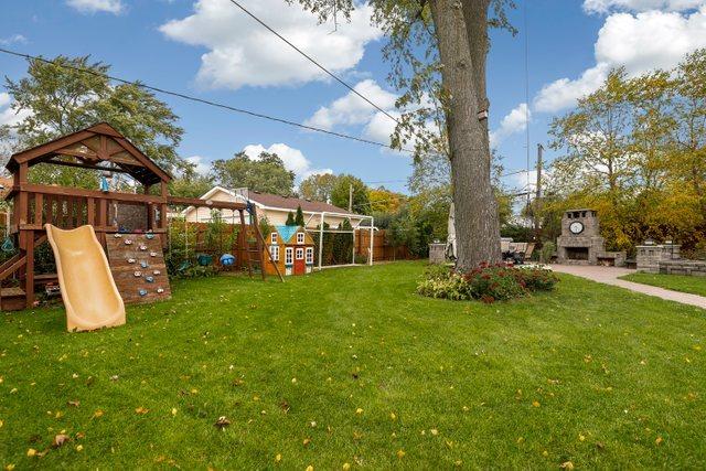 317 Michael Manor, Glenview, Illinois, 60025