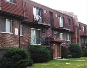 East DEARLOVE Rd., Glenview, IL 60025