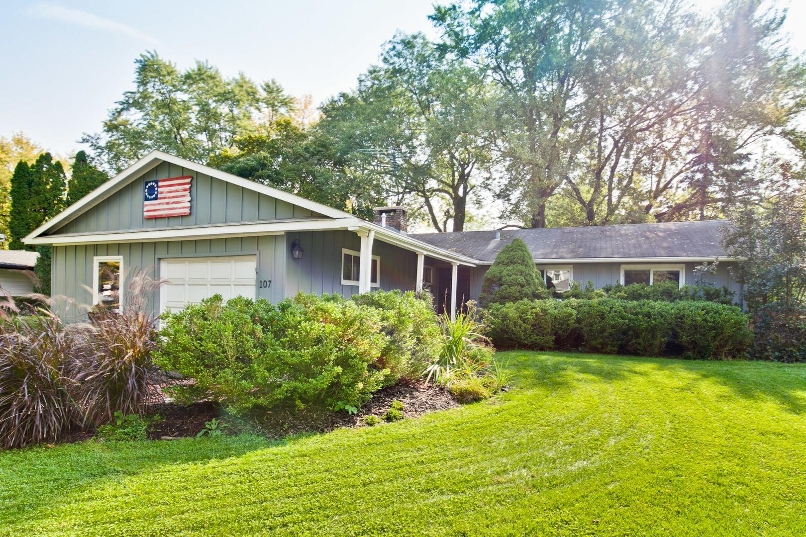 107 East Hawthorne Court, Lake Bluff, Illinois 60044