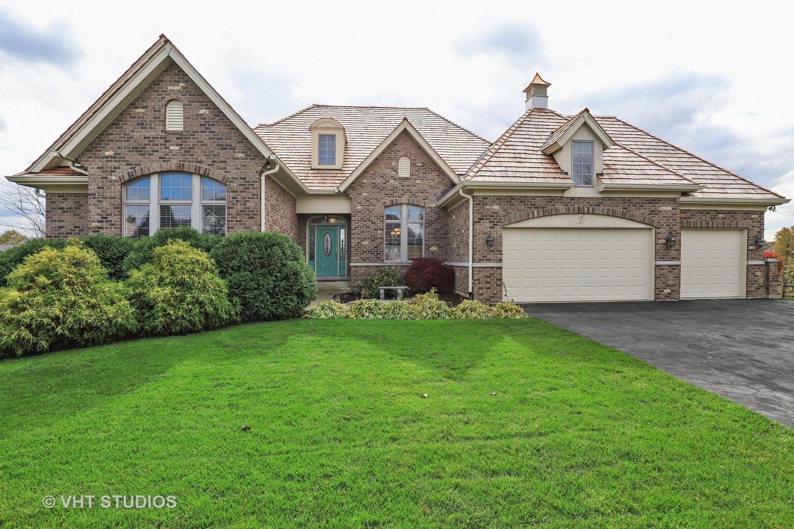 824 Wedgewood Court, Lindenhurst, Illinois 60046