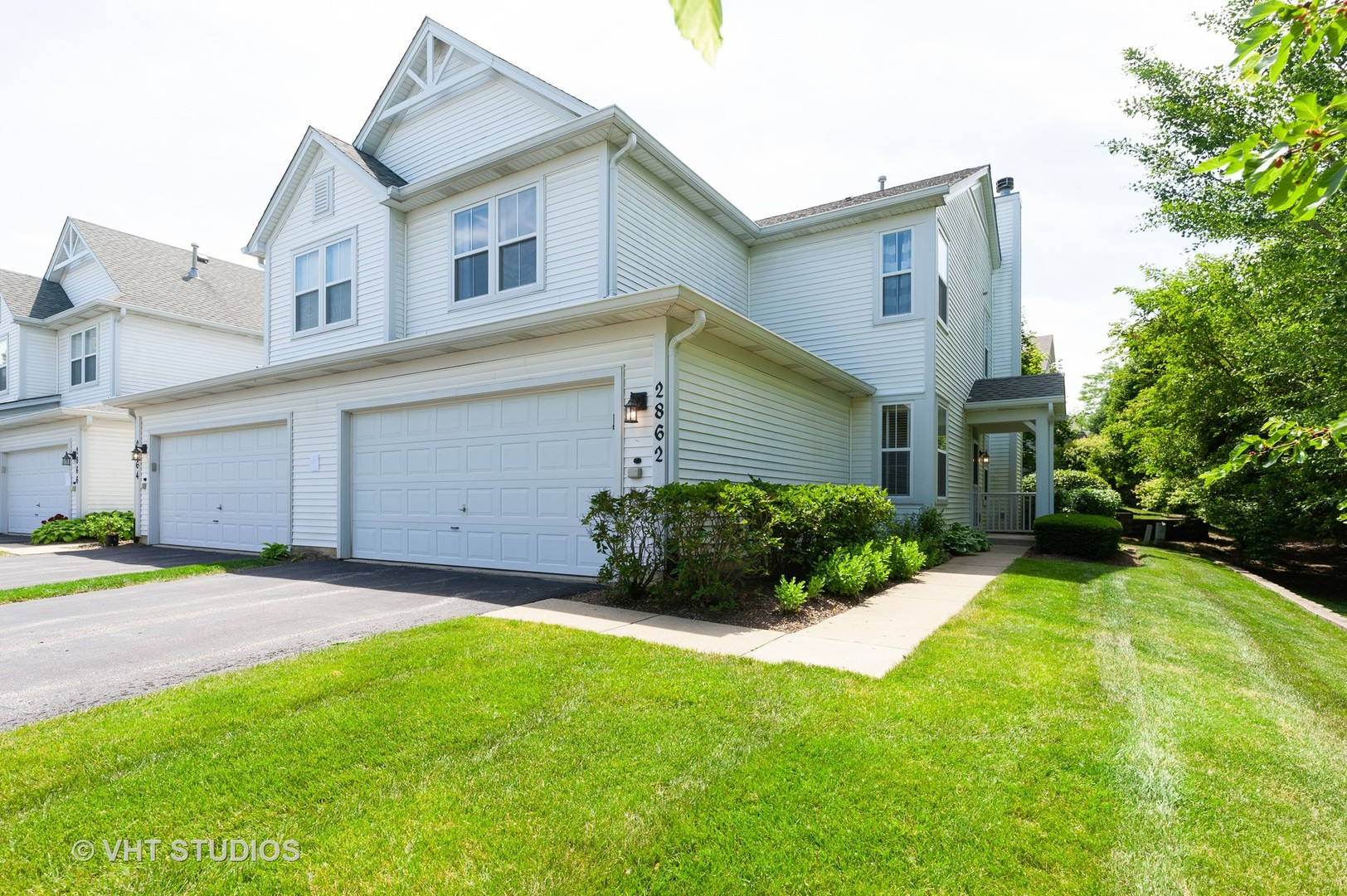 2862 Falling Waters Lane, Lindenhurst, Illinois 60046